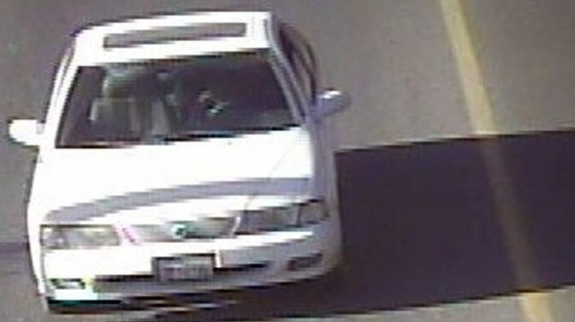 El vehículo asegurado es un Nissan Sentra.(Cortesía)