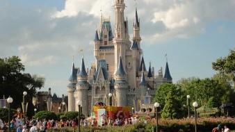 Hallan cadáveres en comunidad Disney en Florida; hay un detenido