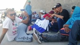 Cientos de personas se alistan para partir en una nueva caravana migrante de Honduras hacia México, para cruzar el país y llegar a Estados Unidos.