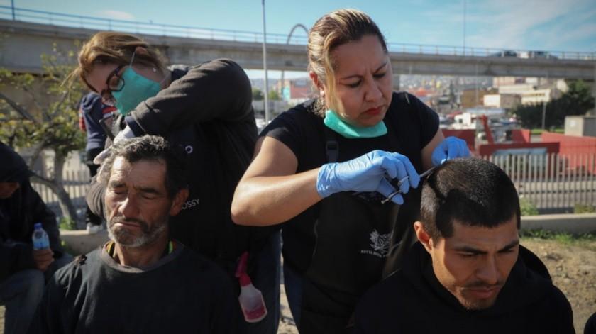 """Comida, apoyos de salud, así como de higiene e intercambio de jeringas en la Jornada de Bienestar que se realizó en """"El bordo"""".(Sergio Ortiz)"""