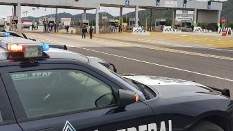 Policía Federal intenta retirar a manifestantes de caseta de cobro