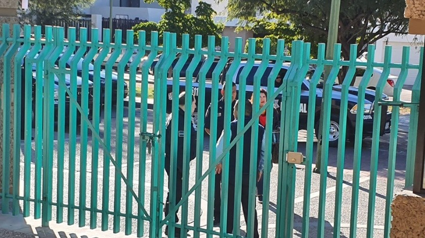 Autoridades acudieron a las instalaciones del Colegio Regis tras la broma que circuló en redes sociales sobre una supuesta balacera.(Teodoro Borbón)