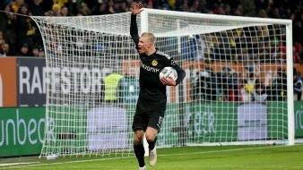 A sus 19 años, debuta con hat-trick en victoria del Dortmund
