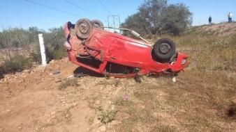 Mueren niño y mujer en volcamiento en carretera Guaymas-Hermosillo