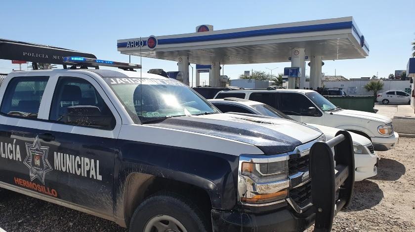El ladrón amarró al despachador de gasolina en el baño y le advirtió que le dispararía hasta matarlo si continuaba gritando por ayuda.(Gamaliel González)