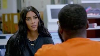 Estoy criando a cuatro niños negros que podrían enfrentar esta situación: Kim Kardashian