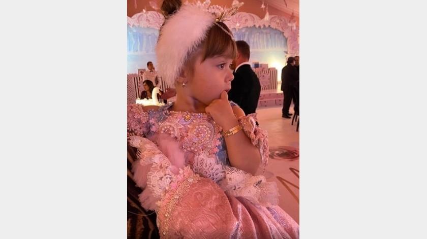 Su vestido con tonos rosa pastel, fue inspirado en el cuento de ballet 'El lago de los cisnes'.(Instagram)