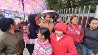Padres de familia toman primaria por falta de maestros