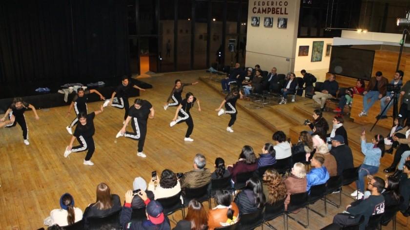 El grupo de alumnos presentó varias coreografías que hicieron patente la energía de los danzarines(Cortesía)