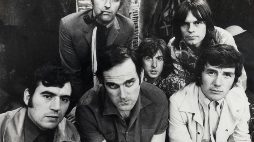 """""""Su trabajo con Monty Python, sus libros, películas, programas de televisión, poemas y otras obras vivirán para siempre, un legado digno de un auténtico erudito""""(@montypython)"""