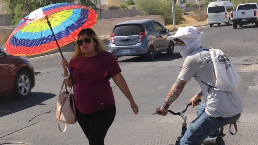 En Sonora se registraron altas temperaturas el año pasado por lo que la gente busca protegerse de distintas formas de los rayos del Sol.(Anahí Velásquez)