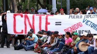 Maestros del CNTE llegan hasta los golpes durante protesta en Michoacán