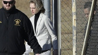 Liberan a joven acusada de instar a su novio a quitarse la vida