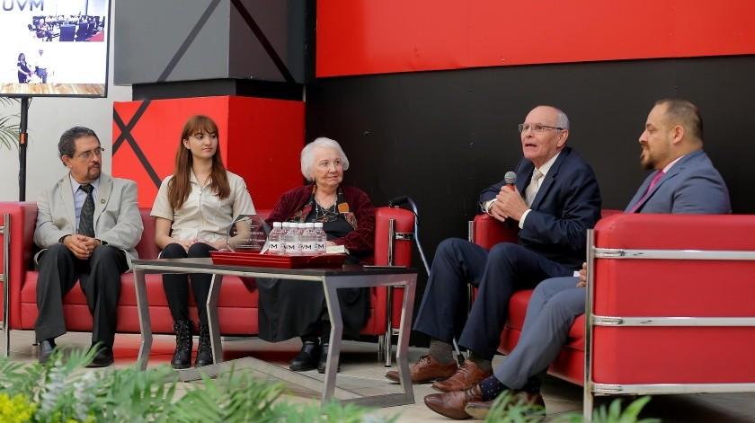Presentación del libro 'Déjalos ir con amor' de la tanatóloga Nancy O'Connor en el auditorio de la UVM.(Eleazar Escobar)