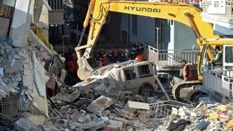 Darán nacionalidad a sirio que salvó a víctima de sismo en Turquía