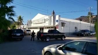Balean carro frente a la oficina de la FGR Guaymas; activan código rojo