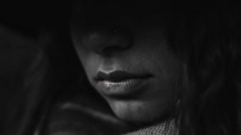 Según cifras de la ONU, a diario 137 mujeres son asesinadas en el mundo y miles sufren por acoso, abuso, violación y feminicidios.