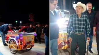 Sorprenden con nuevo triciclo a Don Joaquín, elotero de 84 años