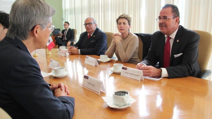 El titular de la SEST, Mario Escobedo Carignán dialogó con el Embajador de Japón, Yasushui Takase sobre las oportunidades económicas de la región