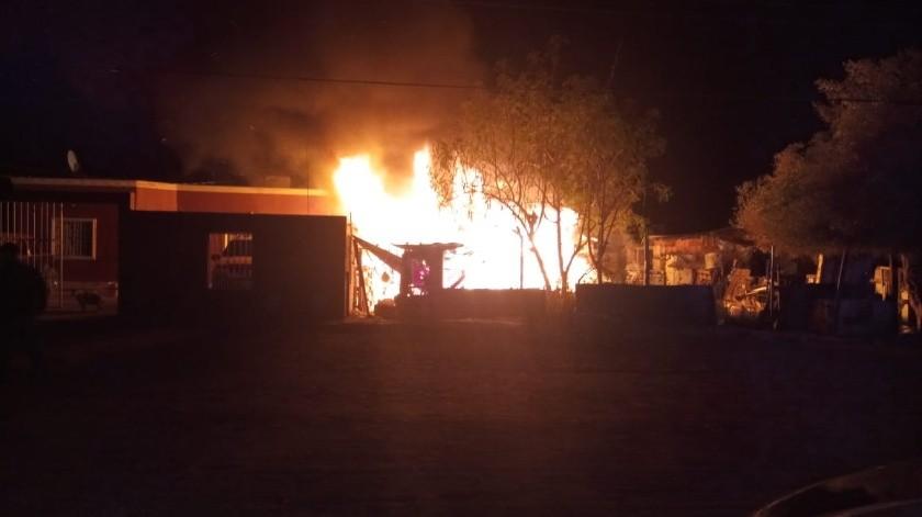 Muere hombre en incendio en SLRC(Cortesía)