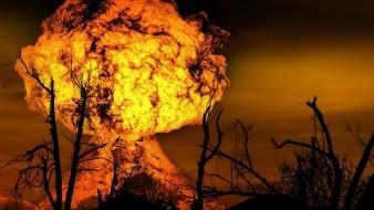 Testigos presenciales informaron que vieron una enorme bola de fuego y que después la tierra comenzó a temblar.