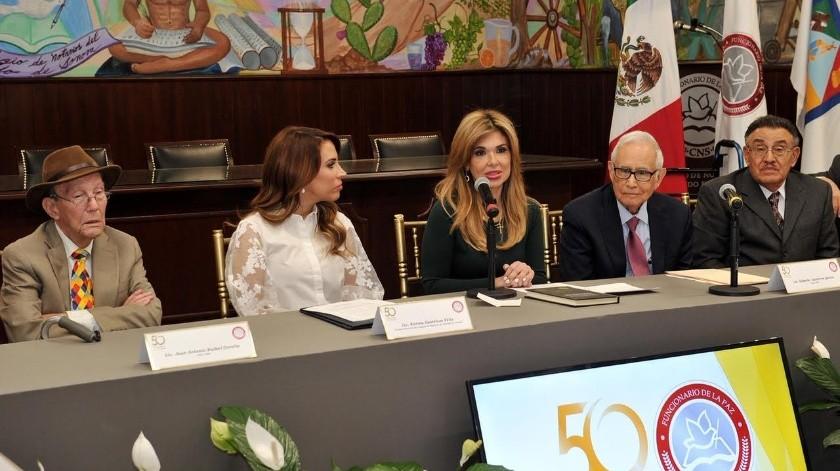 La gobernadora Claudia Pavlovich sostuvo una reunión con presidenta y ex presidentes del Colegio de Notarios del Estado de Sonora.(Especial)