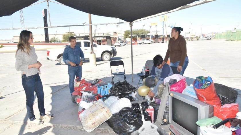 La familia recibió de todo un poco, desde ropa, alimentos, enseres domésticos, hasta el cableado para su casa, la cual se incendió y perdieron todas sus pertenencias.(Especial)