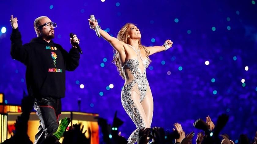 Jennifer López y Shakira cumplieron su promesa de ponerle sabor latino al Super Bowl LIV en donde los 49'ers alcanzaron a los Jefes para dejar en 10 puntos el marcador de la final de la NFL en su primera mitad.(EFE)