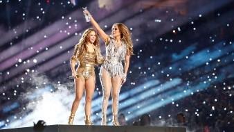 Jennifer López y Shakira cumplieron su promesa de ponerle sabor latino al Super Bowl LIV en donde los 49'ers alcanzaron a los Jefes para dejar en 10 puntos el marcador de la final de la NFL en su primera mitad.