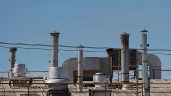 Retienen equipos a negocios por contaminación