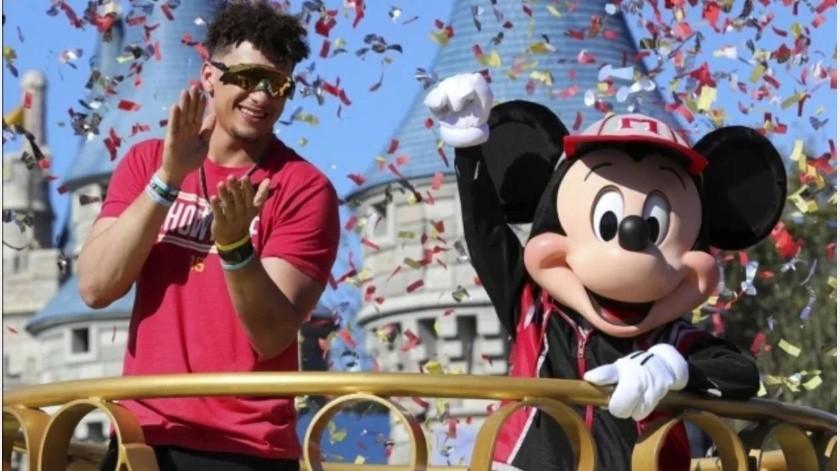 Mahomes disfruta en Disney victoria en Super Bowl con Chiefs(GH)