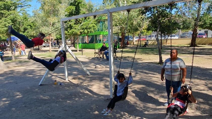 Los niños se divierten en el Parque Madero.(Gamaliel González)