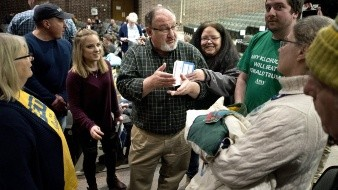 Otros candidatos guiaron su atención hacia Nueva Hampshire, que celebra su primeria en una semana.