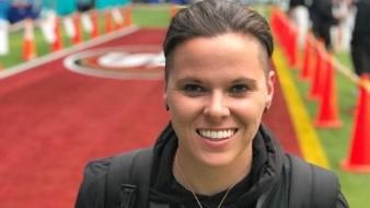 Somos humanos: Primera entrenadora en Super Bowl responde críticas
