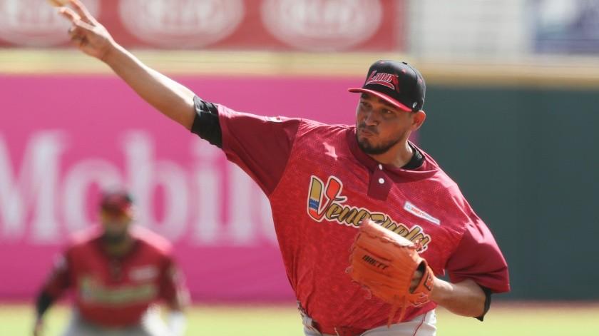 David Martínez lanza en el primer inning por Venezuela en el juego ante Panamá en la Serie del Caribe, el miércoles 5 de febrero de 2020, en San Juan, Puerto Rico.(AP)