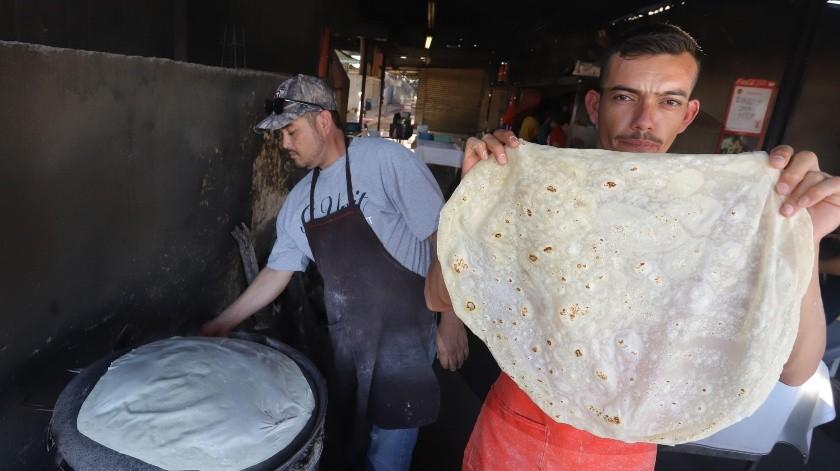 Para ellos no tiene nada extraordinario el que hagan tortillas de harina, pues aprendieron a hacerlas desde niños.(Anahí Velásquez)