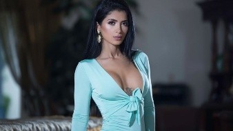 Kimberly Flores derrocha sensualidad en sus candentes fotografías publicadas en las redes sociales.