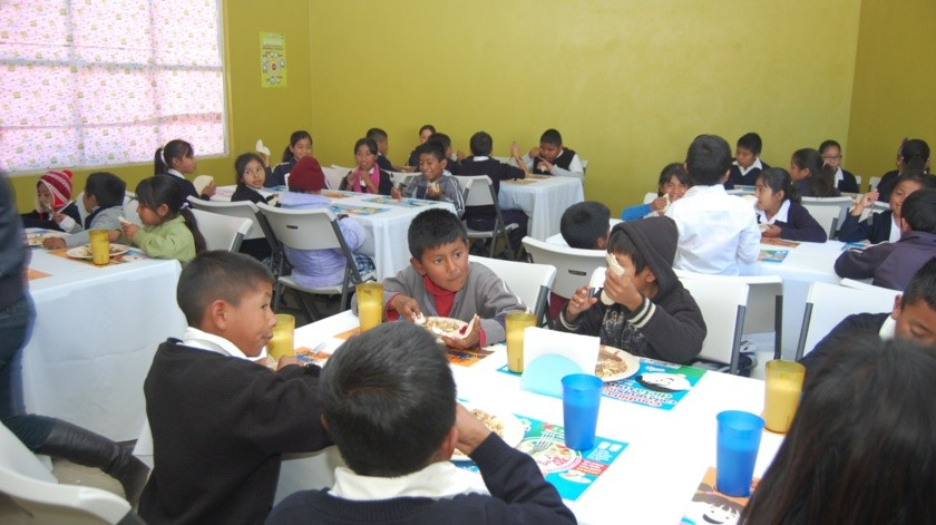 El gobernador de BC considera necesario que se contemplen en la Constitución los desayunos escolares gratuitos.(Archivo)