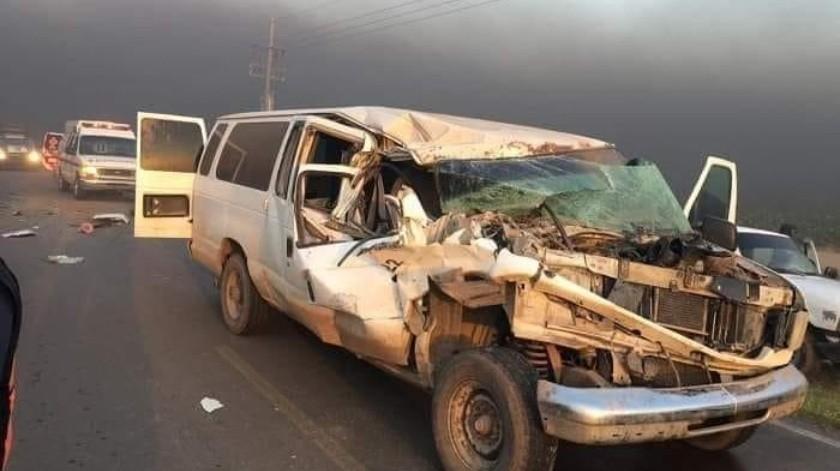 """Hay 4 lesionados al chocar transporte agrícola """"pirata""""(Especial)"""