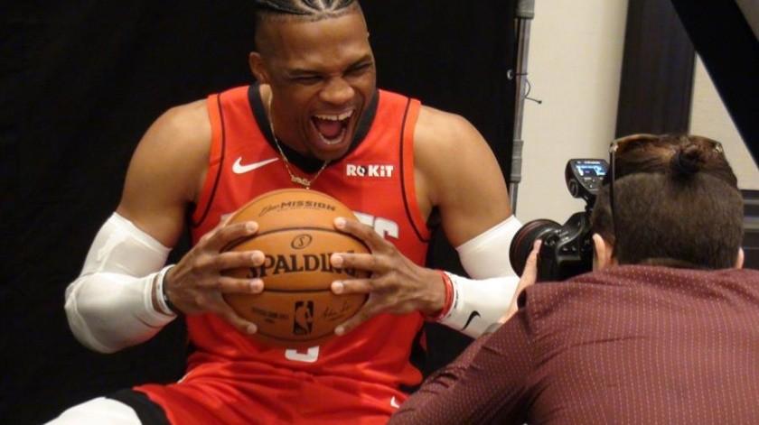 Westbrook anotó 41 puntos y surgió como el líder del ataque de los Rockets que llegaron al Staples Center.(EFE)