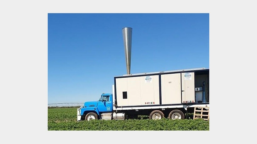 En este camión es transportado el cañón antigranizo utilizado para proteger algunos cultivos en Navojoa.(Jesús Palomares)