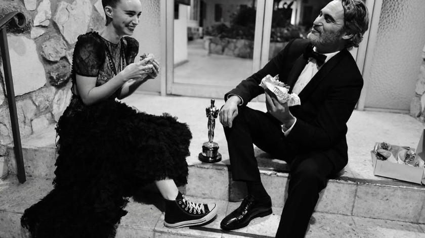 Joaquin Phoenix y Rooney Mara después de los Óscar.(Instagram/Greg Williams)