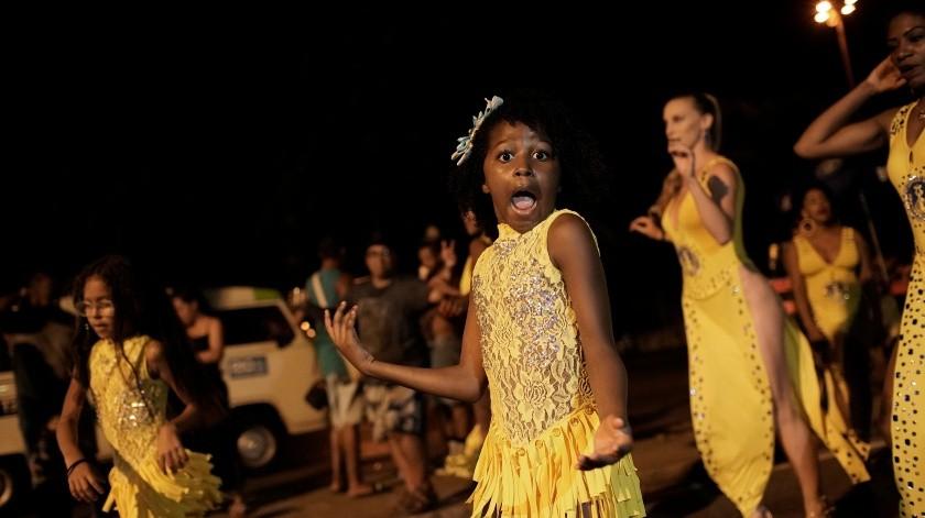 Una niña participa en un ensayo de la escuela de samba Paraíso de Tuiuti en Río de Janeiro, Brasil.(AP)