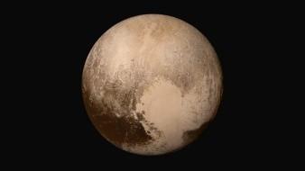 -El inicio del 2020 se difundió ampliamente la noticia falsa de que Plutón volvería a ser considerado como planeta.-El inicio del 2020 se difundió ampliamente la noticia falsa de que Plutón volvería a ser considerado como planeta.