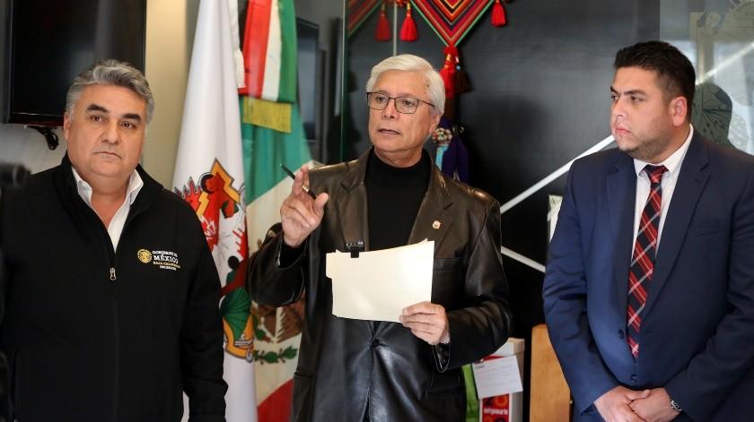 Llama gobernador a 'huachicoleros' a dejar de delinquir