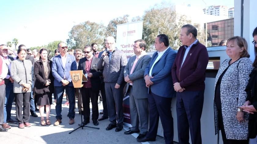 El carril de turismo de negocio y el especial para discapacitados fueron inaugurados por el alcalde de Tijuana, Arturo González Cruz.(Pablo Hurtado)