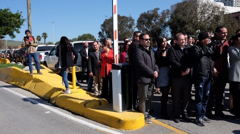 El carril de turismo de negocio y el especial para discapacitados fueron inaugurados por el alcalde de Tijuana, Arturo González Cruz.