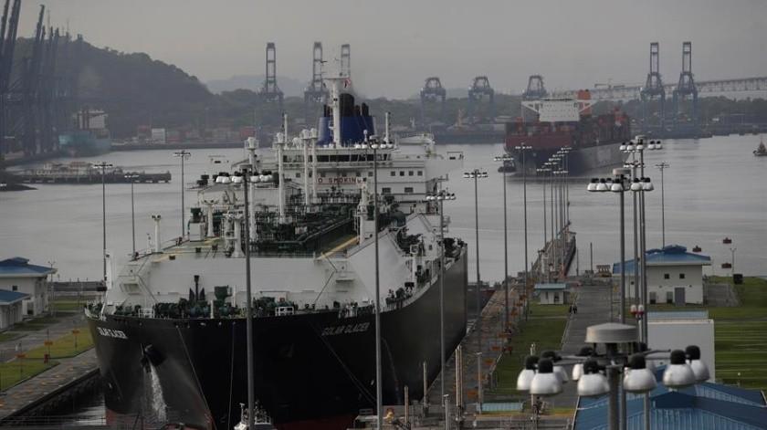 El Canal de Panamá, que une a más de 140 rutas marítimas y mil 700 puertos en 160 países, redujo de 32 a 27 los cupos diarios de reservas.(EFE)