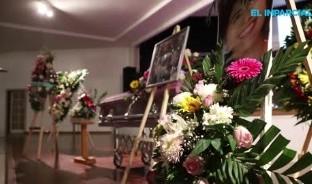 Amigos y seres queridos de la joven Marbella Valdez la despidieron con rosas blancas y rojas.