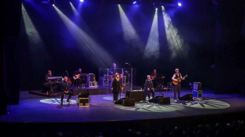Así se dejó ver, este 14 de febrero, donde el grupo español protagonizó dos recitales en el Teatro del Centro Cultural Tijuana (Cecut), con canciones llenas de nostalgia y recuerdos para los presentes.(Gustavo Suárez)